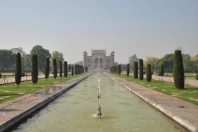 Agra (180)