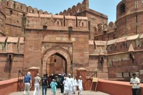 Agra (230)